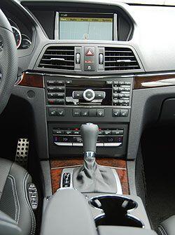 La consola central tiene el sistema Comand que integra GPS, interfaz iPo...