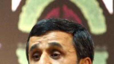 """El presidente iraní Mahmud Ahmadinejad propuso un diálogo """"cara a cara""""..."""