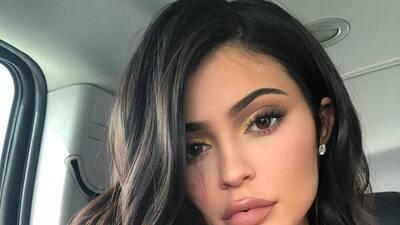 Ya sabíamos que Kylie Jenner es un 'party animal' y con esta 'corona' de 6,000 dólares lo deja más que claro 🤑