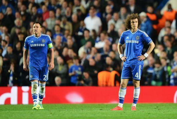 David Luiz (5): Puso músculo en el centro del campo, por delante de la d...