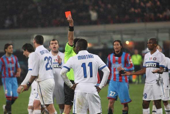 Deseperación en el Inter que se quedó con 10 luego de la expulsión de Mu...