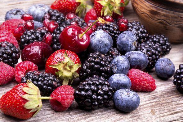 Luego, enjuaga las frutas con agua y, una vez secas, guárdalas en un env...