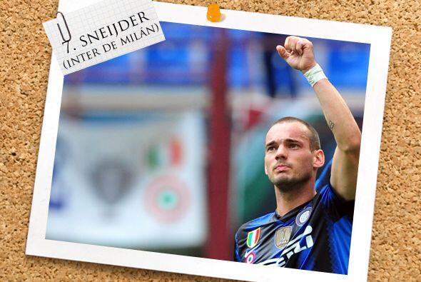 Junto a él está otro gran volante, el holandés Wesley Sneijder.