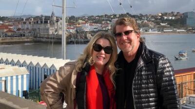 Stephen Beal y su novia Ildiko Krajnyak en un viaje que realizaron en Po...