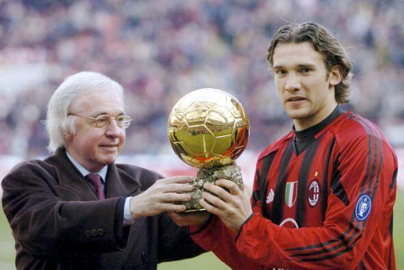 Otros que ganaron el premio con los rossoneros fueron el liberiano Georg...
