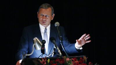 El presidente de la Corte Suprema critica a Trump por dudar de la independencia del sistema de justicia