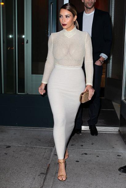 """La estrategia de Kim Kardashian para lucir sostenes, y entrar al """"club d..."""