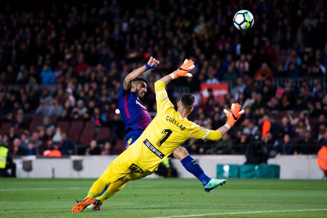 En fotos: Barcelona de récord con triplete de Messi gettyimages-94311982...