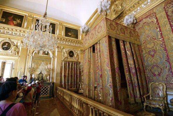 Palacio de Versalles, París. Lleva a la 'princess' del hogar a descubrir...
