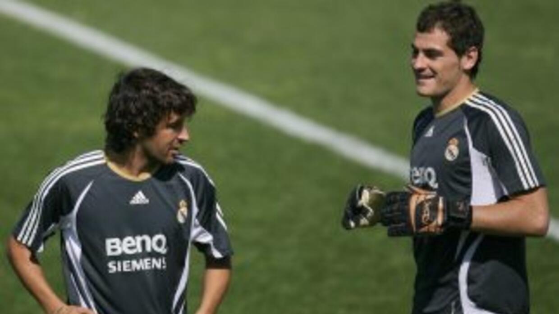 Los dos símbolos del madridismo guardan una amistad y Raúl está seguro d...