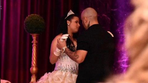 Nicky Jam baila con su hija durante su fiesta de XV años.