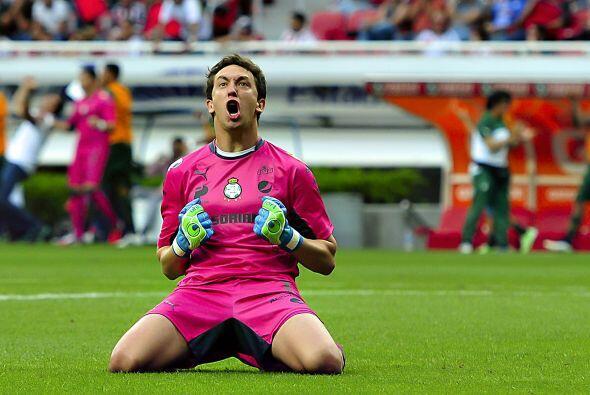 Sus grandes atajadas evitaron que Chivas remontara y así el equipo de To...