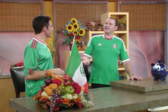 Johnny apoyó también a sus compañeros mexicanos.