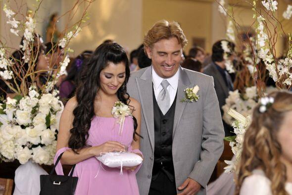 Luego viene Francisco con frac gris y Jackie muy linda de rosado.