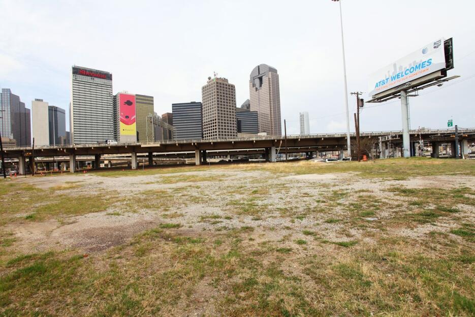 La Interestatal 345, en Dallas, Texas.  Esta autopista cortó la conexión...