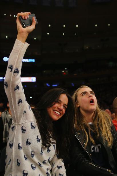 La estrella de cine acudió al encuentro entre losKnicks y Pistons en el...