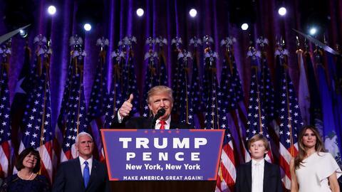 Donald Trump en su discurso de victoria con su familia