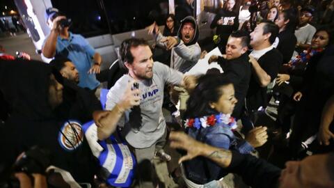 Primer mitin de Trump en California termina en un violento enfrentamiento