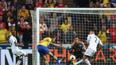 Aaron Ramsey anto para el Arsenal ante Swansea.