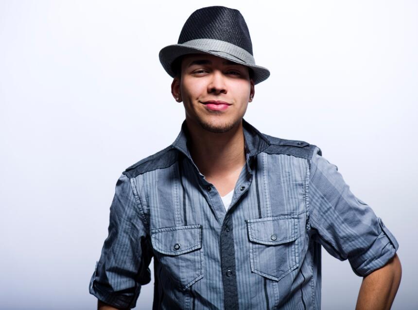 En 2011 se fue despegando de su clásico sombrero.
