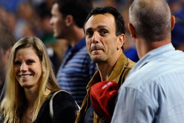 Hank Azaria (The Simpsons, Friends) fue captado en la tribuna de los Dod...