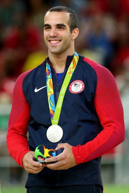 De padres cubanos, Danell Leyva ha sido medalla de plata Olímpica en Río...