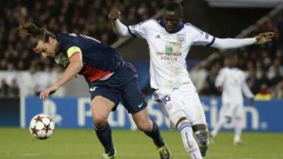 Ibrahimovic cae ante la marca de Kouyate en el empate entre PSG y Anderl...