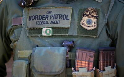 Un agente de la Patrulla Fronteriza en San Diego, California.