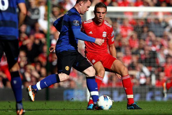 Manchester United seguía dueño del balón pero las chances no aparecían.