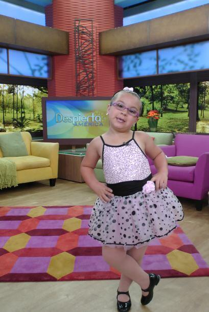¡Qué bella! a esta pequeña niña nada le da pena. .