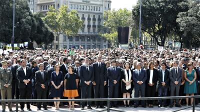 Realeza y gobierno, de España y Cataluña, se unen a la multitud en la re...