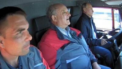 Putin, de camionero por un día para inaugurar el puente que une la península rusa con Crimea