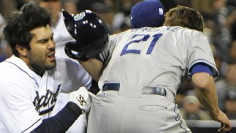 El abridor estelar Zack Greinke se fracturó la clavícula izquierda en un...