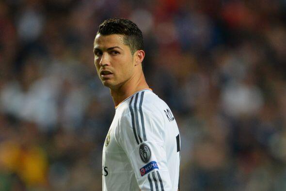 Un guapo que es seguido por el mundo entero es Cristiano Ronaldo.