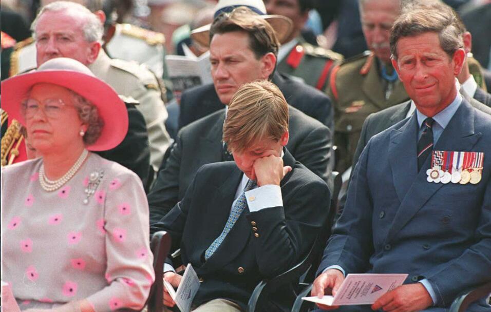 La reina Isabel II había propuesto que mantuviera su título, pero al prí...