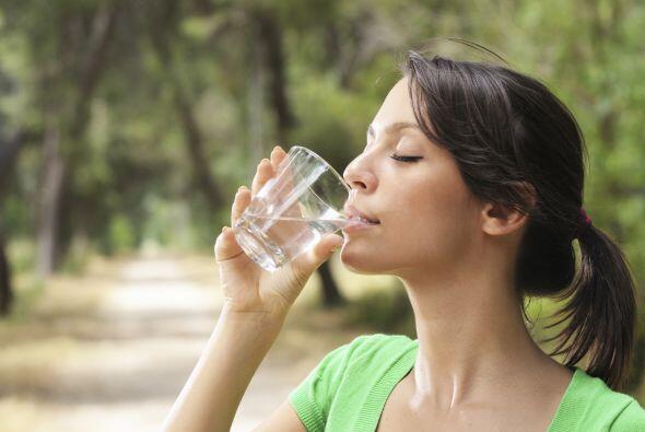 Tal vez no bebes suficiente agua. La deshidratación leve puede alterar t...
