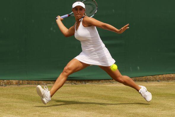 Tamira Paszek eliminó 6-2, 2-6, 6-3 a la rusa Ksenia Pervak.