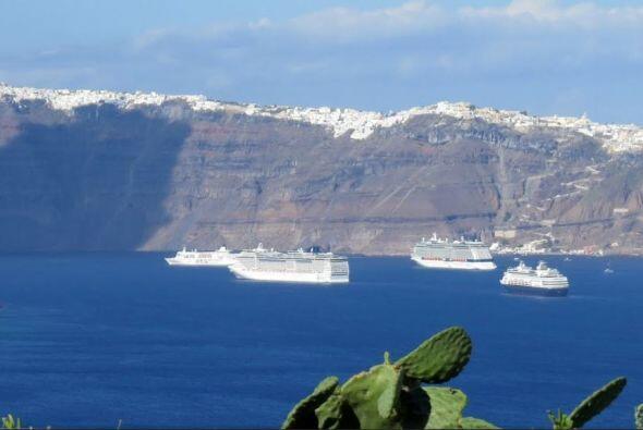 4. Santorini, Grecia