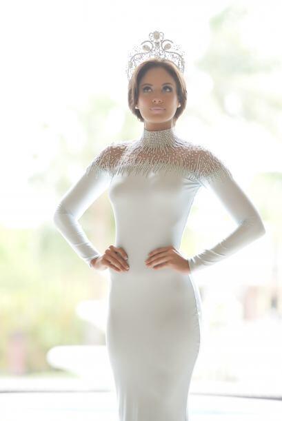 La nueva reina de Nuestra Belleza Latina sigue dándonos de qué hablar. E...
