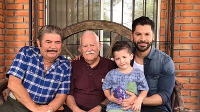 Cuatro generaciones en una fotografía (de izquierda a derecha): Don Elis...