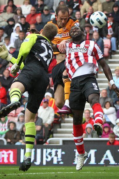 En el partido entre Sunderland y Wolverhampton juegan unos muchachos que...