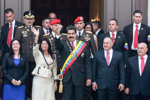 Miles de personas vinculadas con el chavismo acompañaron el acto...