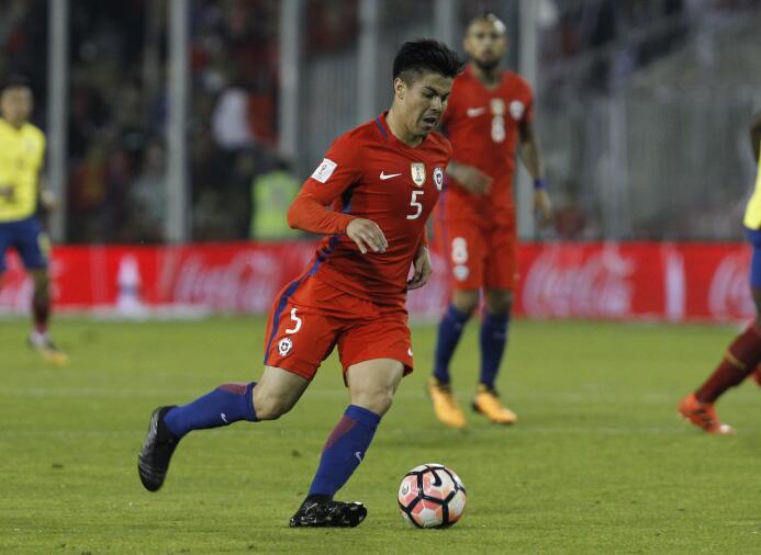 Francisco Silva (Chile): fue titular ante Ecuador (triunfo 2-1), jugando...