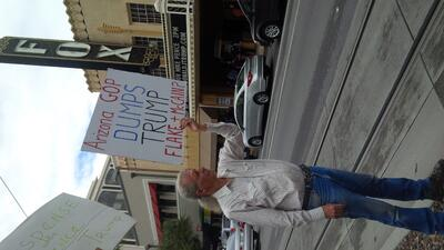 Protestan en Arizona por la visita del candidato republicano a la vicepresidencia Mike Pence