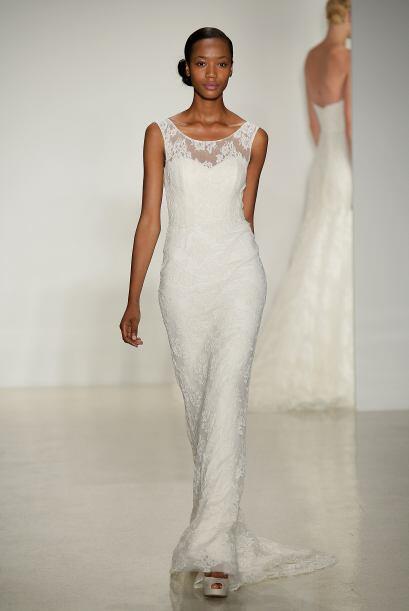 Algunas telas como el encaje, logran realzar el vestido, por muy sencill...