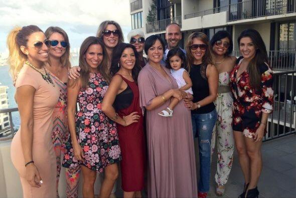 """""""Domingo de #BabyShower para @linnetmartinez ¡Ansiosas por conocerte #Ce..."""
