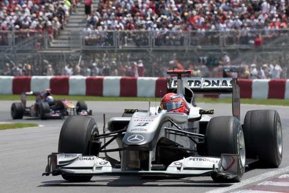 La escudería alemana de Mercedes lució poco en el circuito canadiense de...