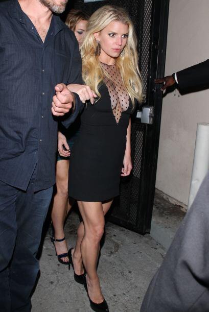 Jessica Simpson se apoyó de la tela traslúcida para hacer un poco más di...
