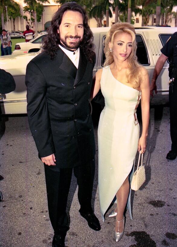1997: Shakira debuta y los 25 minutos de Juan Gabriel en la novena entre...