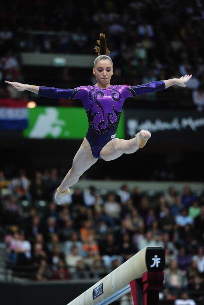 ORO: La rusa Aliya Mustafina con un total 61,032 puntos, con lo cual se...